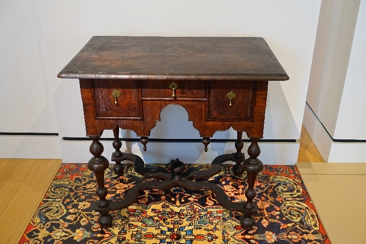 A Valuable Antique Coffee Desk With 2 Vintage Drawers