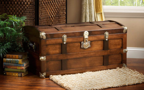 steamer trunk in maple